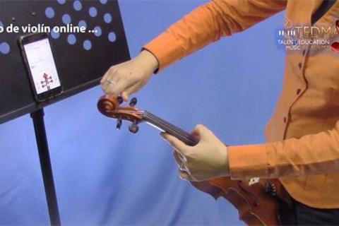 Poscion para afinar el violin